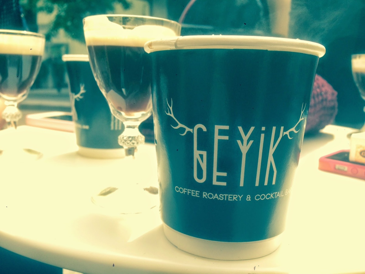 CİHANGİR'DE YENİ MEKAN: GEYİK COFFEE ROASTERY & COCKTAIL BAR